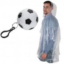 Regenponcho in einem Kunststofffußball -